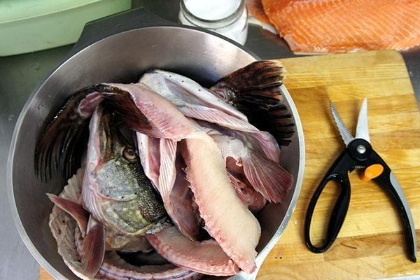 чистим и нарезаем рыбу