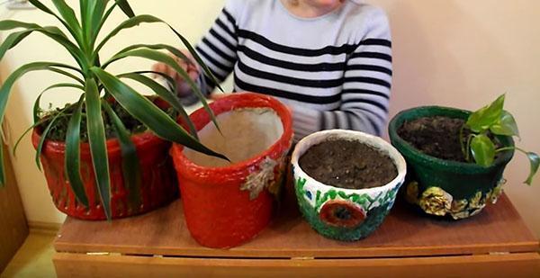 декорирование цветочного горшка яичными лотками