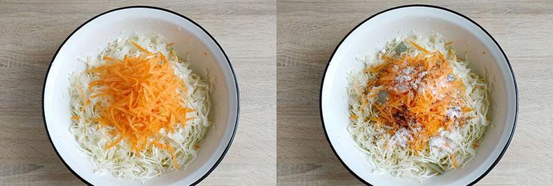 в миску выложить капусту, морковь и специи