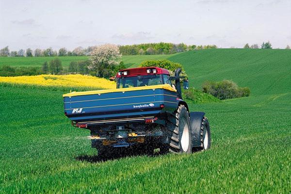обработка поля озимой пшеницы