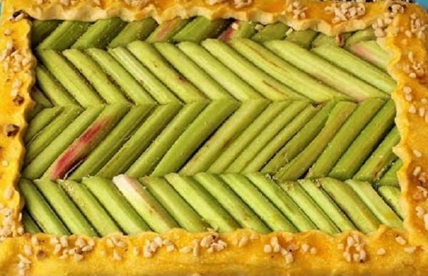 пирог легкий с ревенем