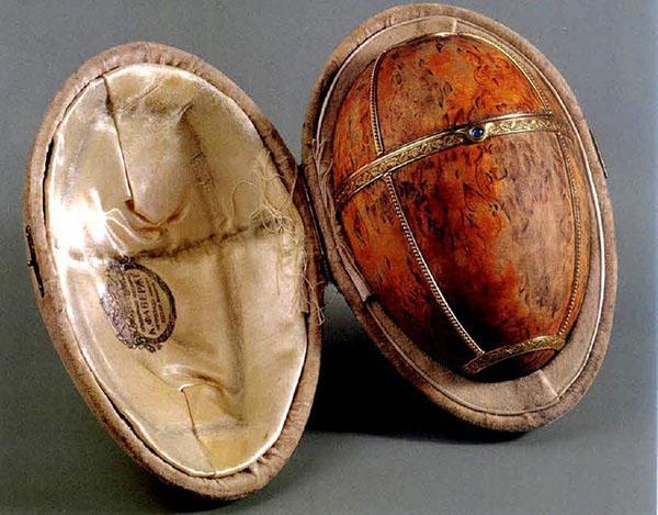 яйцо Фаберже из карельской березы