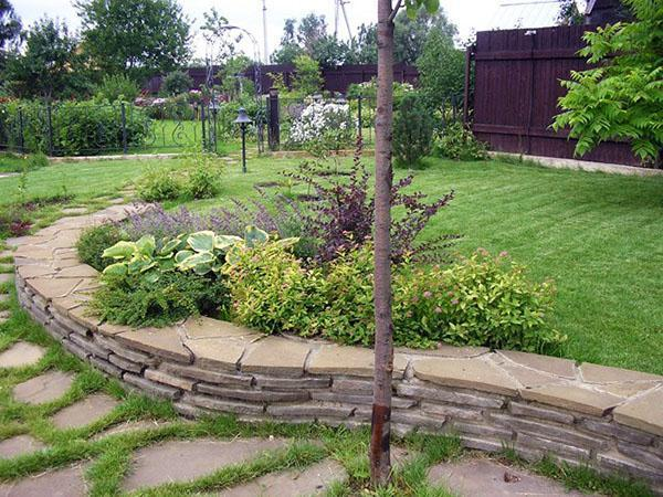 декорирование сада на склоне
