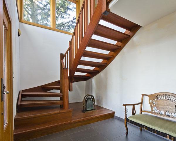 легкая лестница из дерева