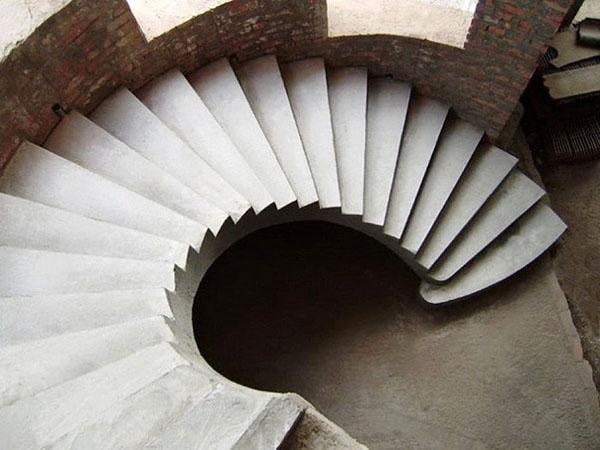 монолитная винтовая бетонная лестница
