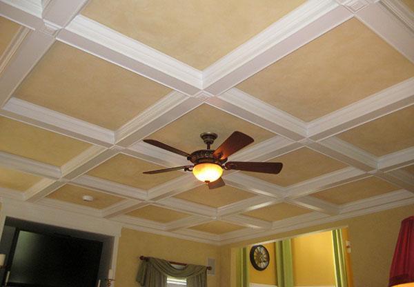 потолочные панели в гостинной