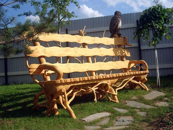 резная скамейка из дерева