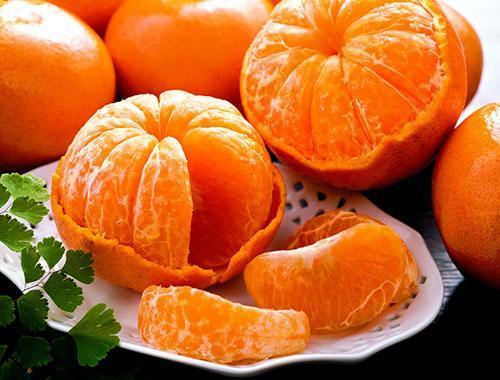 в мандаринах много витаминов и полезных веществ