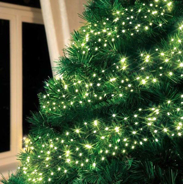 светодиодная гирлянда на елке