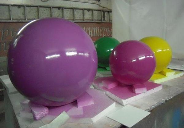 наносим на шары из пенопласта краску