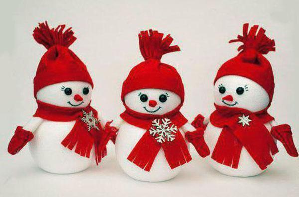 нарядные снеговики
