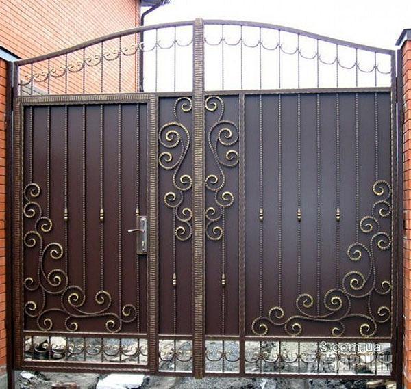 простые ворота кованые с калиткой
