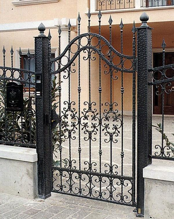 кованые калитка и забор