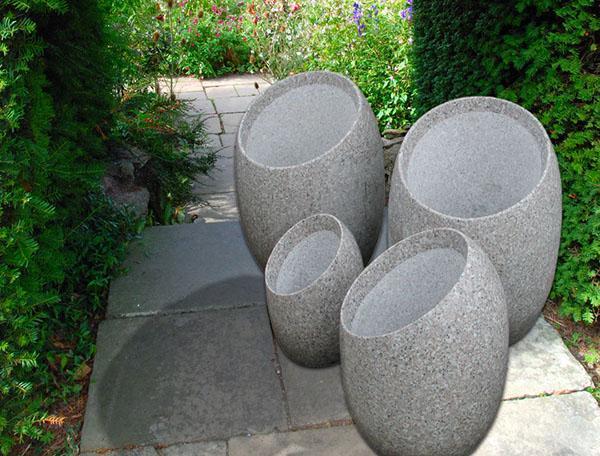 овальные вазоны из бетона