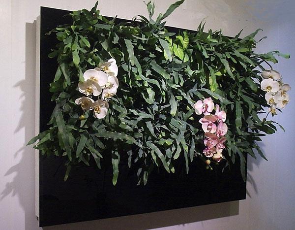 картина из подвесных емкостей с цветами