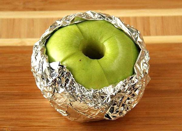 яблоко в фольге запечь