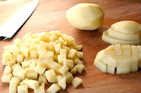 чистим и нарезаем картофель