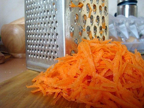 натираем морковь