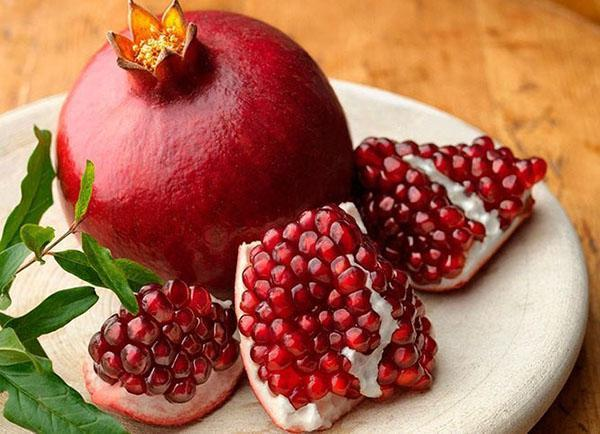 у спелого гранат ягоды кисло-сладкие