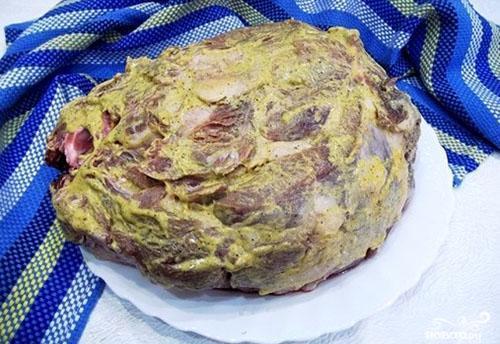 обмазать мясо маринадом