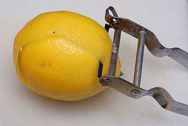 снять цедру лимона
