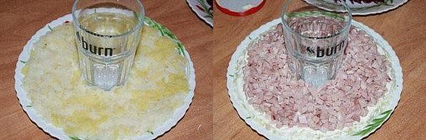 выложить слой картофеля и слой курицы