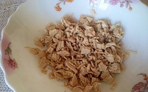 отварить и нарезать куриное филе