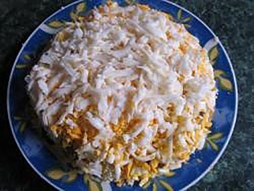 выложить яйца и сыр