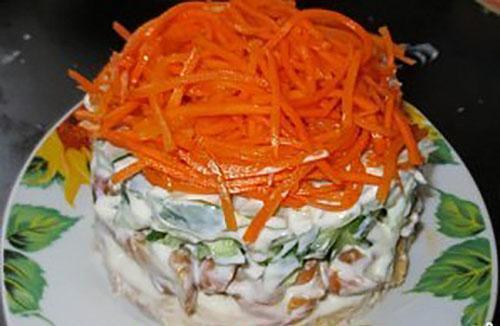 украсить корейской морковкой