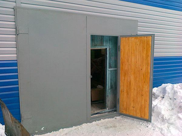 утепление распашных гаражных ворот