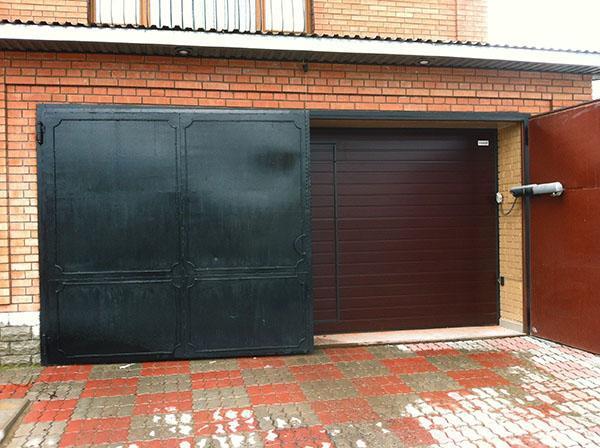 распашные автоматические гаражные ворота