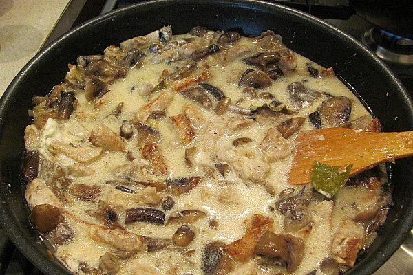 грибы с луком и сметаной