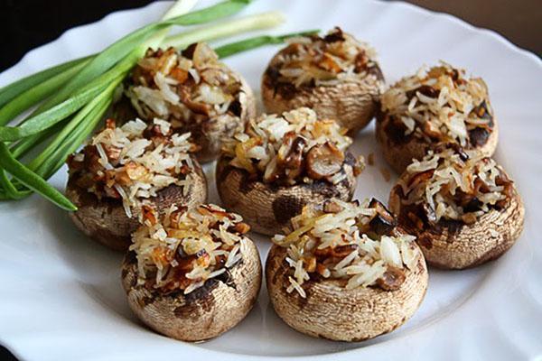 грибы с рисовой начинкой