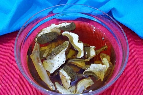 промыть и замочить сухие грибы
