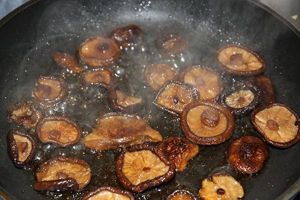 жарим грибы шиитаке