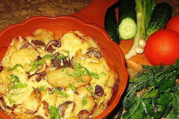 запеченная с грибами картошка