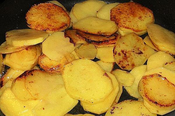 поджариваем картофель