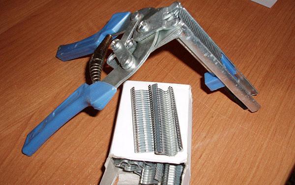 комплект скобообжимного инструмента