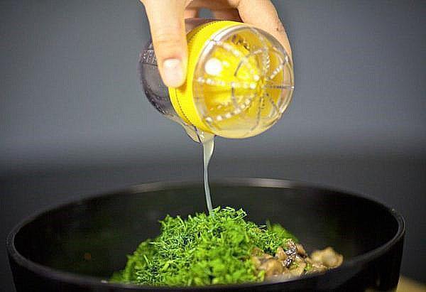 заправляем салат из грибов