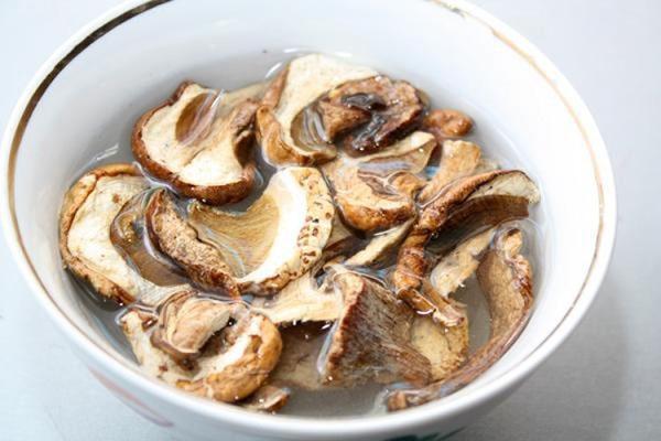 замочить грибы сушеные