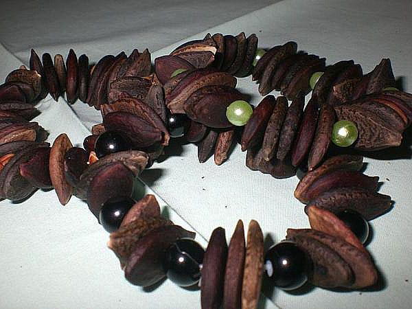 бусы из семян