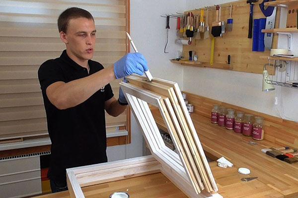 обработка деревянного окна