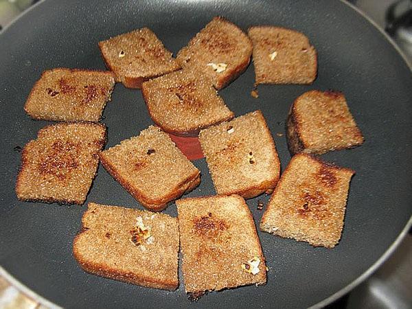 обжаривают хлебцы
