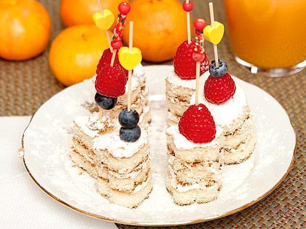 бисквит с ягодами