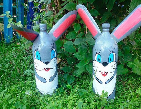 зайчики из пластиковых бутылок