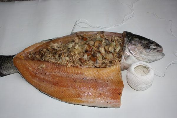нафаршировать рыбу грибами