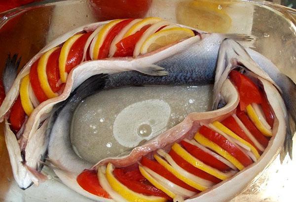 нафаршировать рыбу овощами