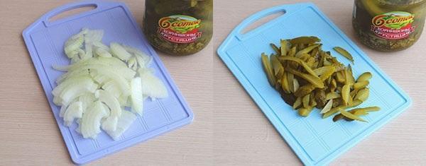 нарезать лук и огурцы