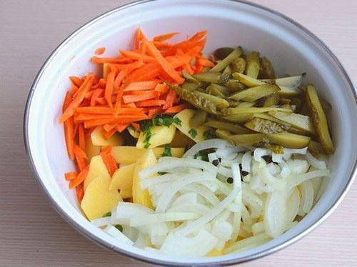 смешать овощи и посолить