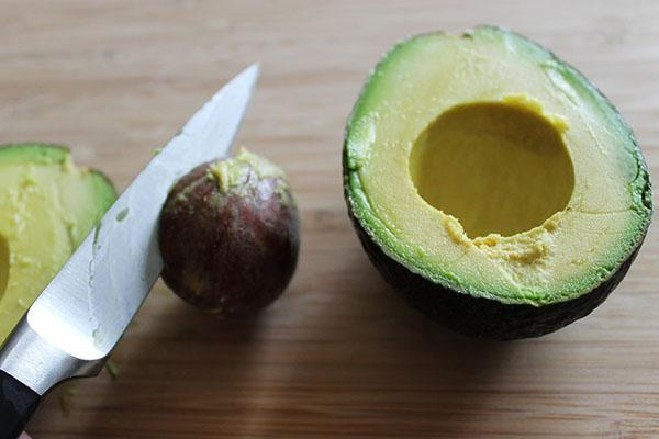 удалить косточку авокадо